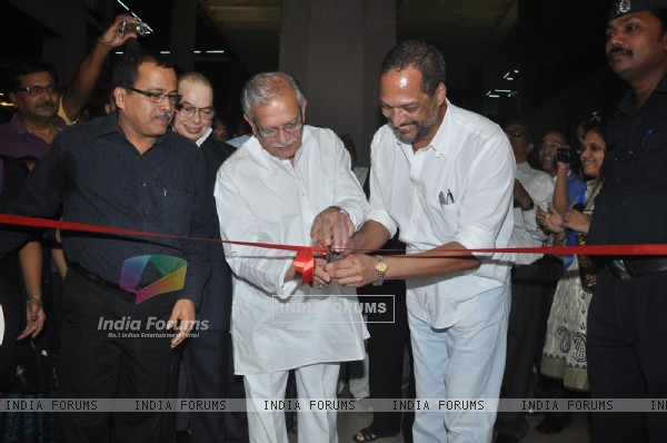 Nana Patekar and Lyricist Gulzar at Calligraphic Painting Exhibition 'Silver Calligraphy' in Mumbai