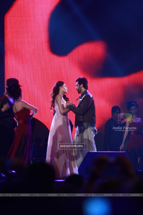 Ranbir Kapoor and Nargis Fakhri rock at 'Rockstar' live concert at Bhavans Ground