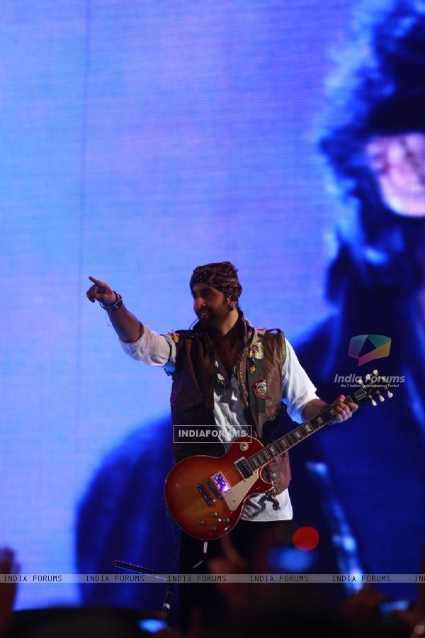 Ranbir Kapoor rock at 'Rockstar' live concert at Bhavans Ground