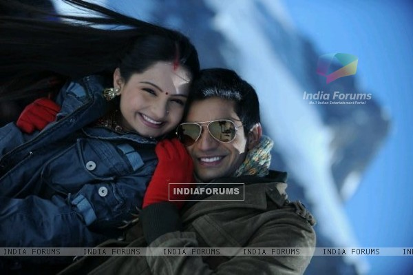 Vishal Singh And Giaa Manek In Saath Nibana Saathiya