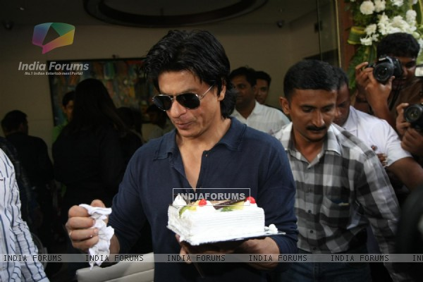 Shahrukh Khan celebrates birthday with media