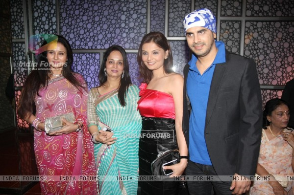 Deepshikha, Kaishav, Poonam and Smita at premiere of 'Miley Naa Miley Hum' at Cinemax