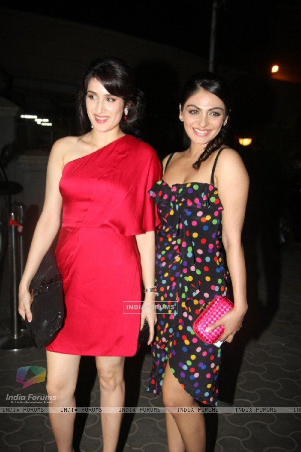 Neeru Bajwa and Sagarika Ghatge at premiere of 'Miley Naa Miley Hum' at Cinemax