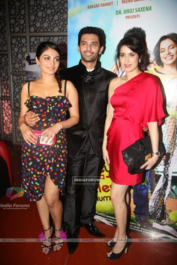 Sagarika, Neeru and Chirag at premiere of 'Miley Naa Miley Hum' at Cinemax