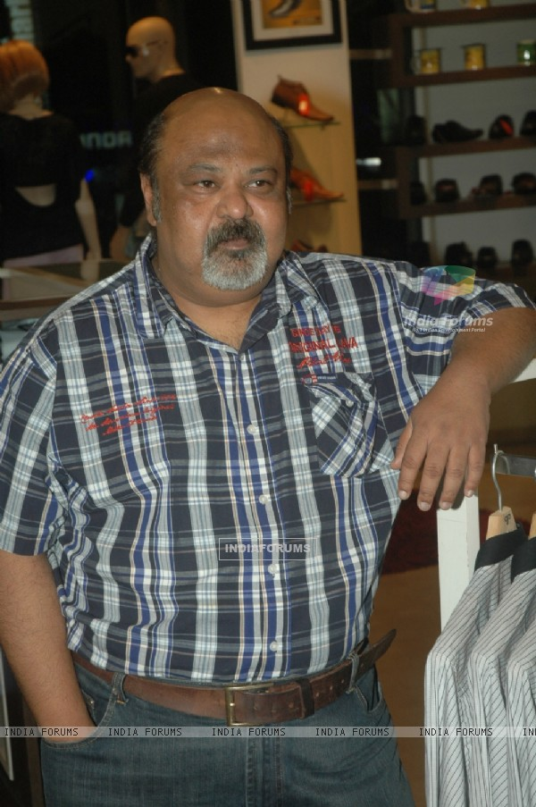 Saurabh Shukla promotes film 'Shakal Pe Mat Ja' at the Provogue Lounge, Andheri