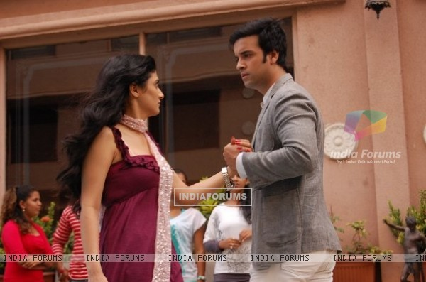 Ragini Khanna with Aamir Ali on the sets of Bhaskar Bharti as Bharti and Armaan