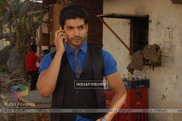 Gurmeet as Maan in construction side