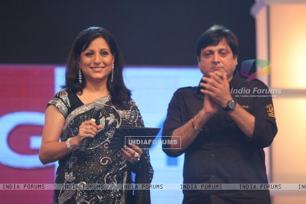 Kishori Shahane and Manoj Joshi at BIG Marathi Rising Star Awards 2011