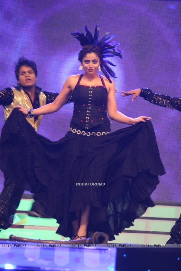 Celebs perfomance at BIG Marathi Rising Star Awards 2011