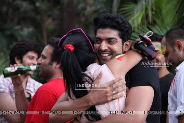 Hug scene of Gurmeet and Debina