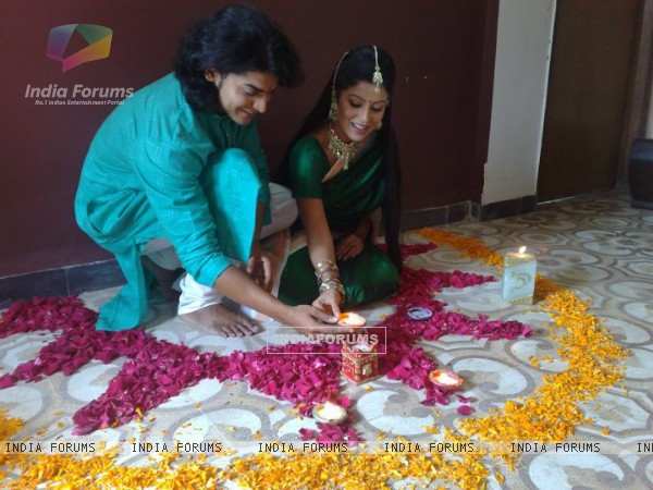 Gurmeet and Debina making rangoli