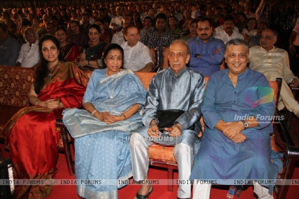 Yashwant Dev was honoured with a special musical evening on his 86th Birthday by – Asha Bhosle