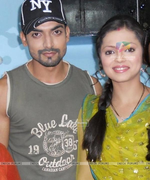 Drashti Dhami Gurmeet Choudhary on the set of geet