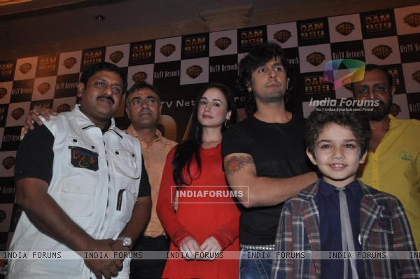 Sohan Roy with Linda Arsenio, Sonu Niigam and Rajit Kapoor at press meet of 3D movie 'Dam 999' in Mu