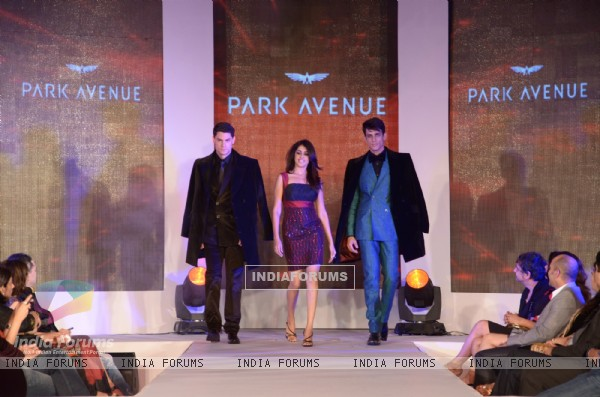 Genelia Dsouza walking the ramp with Models at Park Avenue fashion show in Mumbai
