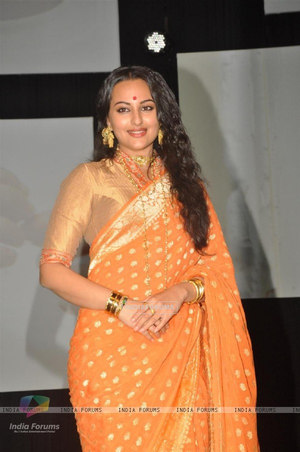 Sonakshi Sinha during the launched of Vikramaditya Motwane film 'Lootera' at Yash Raj Studio