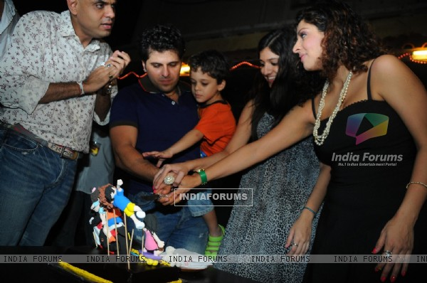 Bakhtiyaar Irani cutting Cake with entire family on it