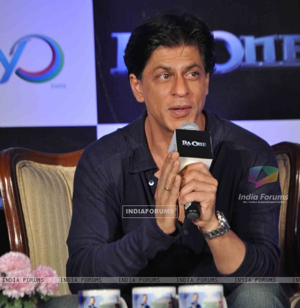 Shah Rukh Khan at GoJiyo event spreading happiness with his laser beamed H.A.R.T! at Hotel Taj Lands End in Bandra, Mumbai