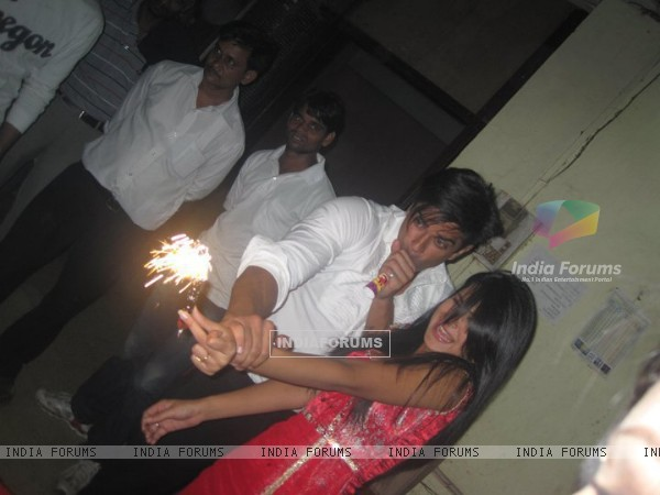 Karan Singh Grover & Jennifer Winget on Dill Mill Gayye set at last day of shoot