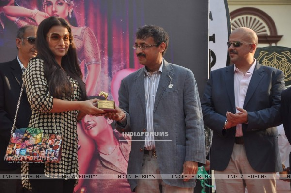 Vidya Balan at 'The Dirty Picture' Race by Sabah Khan show for Gitanjali at Mahalaxmi Race course