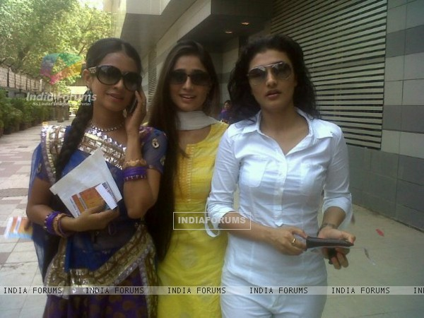 Soumya Seth with Ragini and Manasi