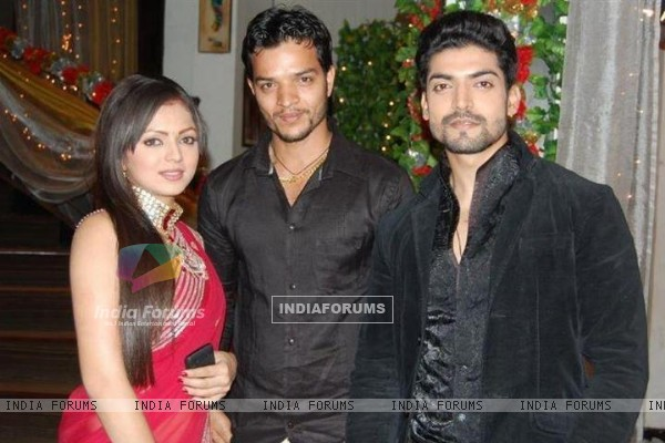 Drashti and Gurmeet with crew member Abhishek of Geet