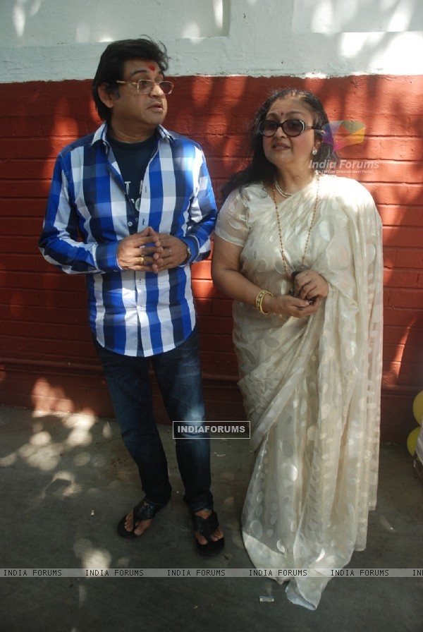 Kishore Kumar's family gathers for Rumajis's birthday at Juhu