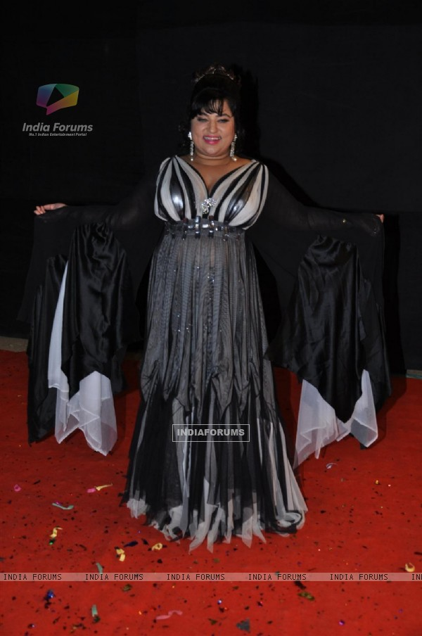 Dolly Bindra at Red Carpet of Golden Petal Awards By Colors in Filmcity, Mumbai