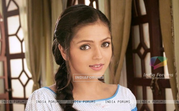 Drashti as Geet in her night dress