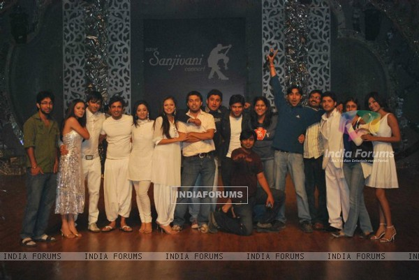 Cast and Crew of Dill Mill Gayye