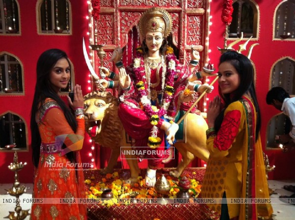 Krystle and Nia at the EHMMBH set