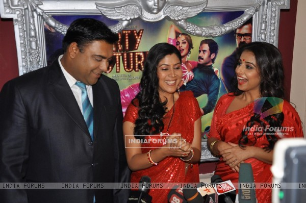 Vidya Balan with Ram Kapoor and Saakshi Tanwar on the sets of 'Bade Acche Laggte Hai' at Filmcity