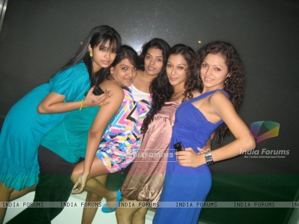 Drashti Dhami with her friends