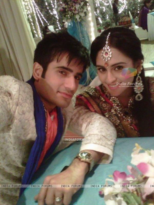 Karan Tacker and Krystle D'souza in Ek Hazaron Mein Meri Behna Hain