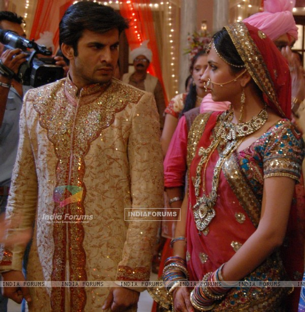 Still image of Abhay and Phulwa