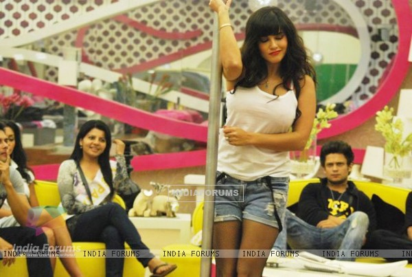 Sunny Leone does the pole dance in Bigg Boss house