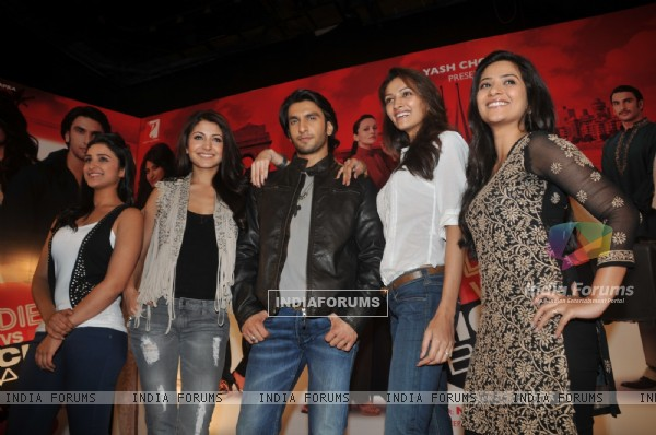 Anushka, Ranveer, Parineeti, Dipannita, and Aditi grace Ladies V/s Ricky Bahl event at Yashraj, Mumb (172729)
