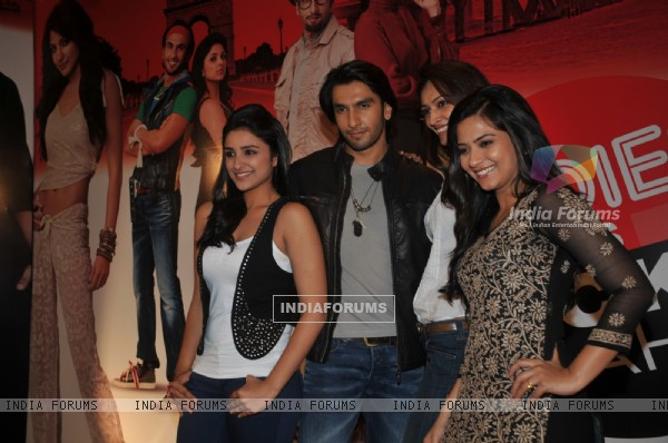 Ranveer, Parineeti, Dipannita, and Aditi grace Ladies V/s Ricky Bahl event at Yashraj, Mumbai (172739)
