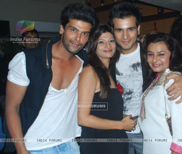 Karan Tacker , Kushal Tandon and Divyajyotee Sharma at Ek Hazaron Mein Meri Behna Hai launch party