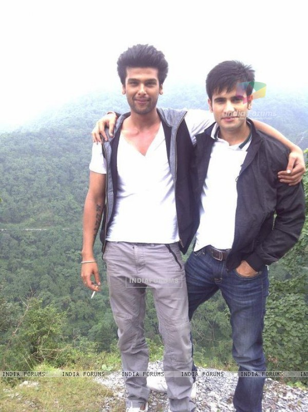 Karan Tacker and Kushal Tandon on sets of Ek Hazaron Mein Meri Behna Hai