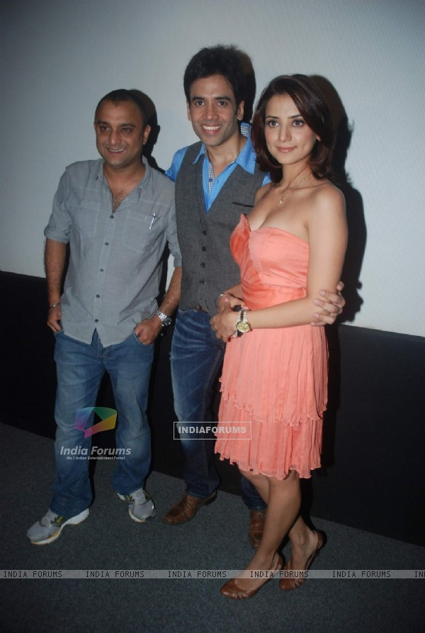 Kulraj Randhawa, Tusshar Kapoor, Samir Karnik at a press meet of Char Din Ki Chandni