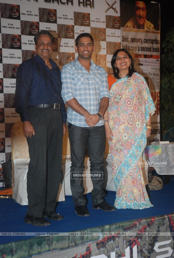 Mahendra Singh Dhoni with director Y.P Singh and Abha Singh at music launch of film Kya Yahi Sach Ha