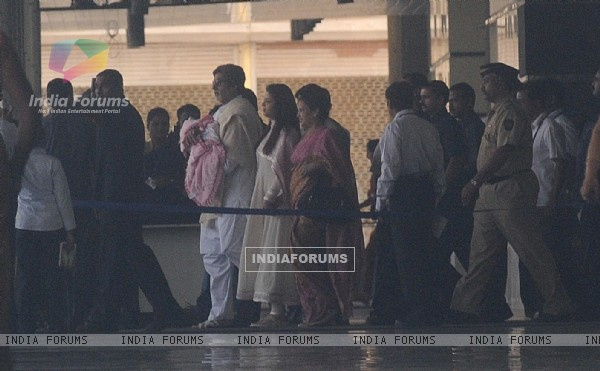 Amitabh Bachchan holds his granddaughter walking with Aishwarya leave the Seven Hills Hospital