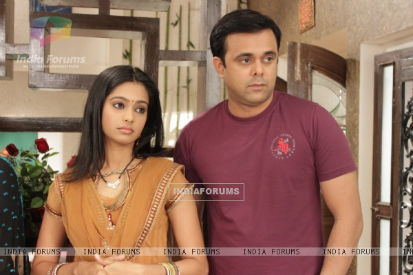 Mugdha  and Sumeet in Sajan Re Jhoot Mat Bolo