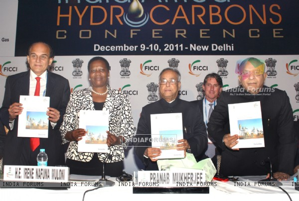 Nafuna Muloni with Pranab Mukherjee and Jaipal Reddy at inaugural of 3rd India-Africa Hydrocarbons