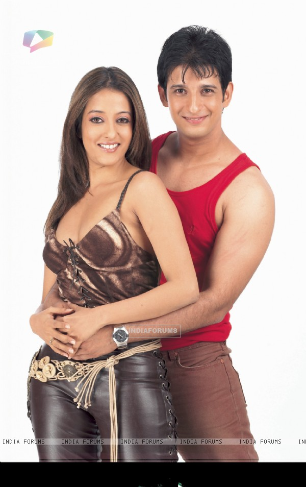 Sharman Joshi and Riya Sen in the movie 3 Bachelors