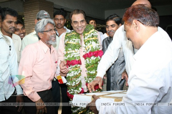 Fans Celebrate Dharmendra's Birthday
