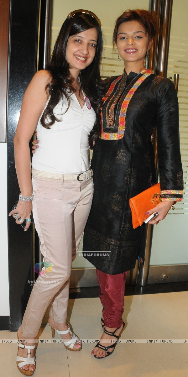 Designer Amy Billimoria supporting Pink Ribbon Campaign with Aashka Goradia