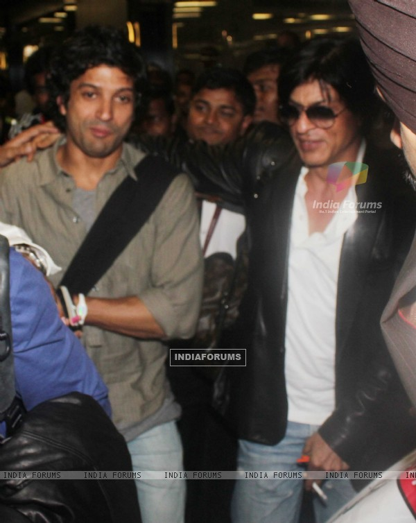Shah Rukh Khan and Farhan Akhtar snapped at Mumbai International Airport