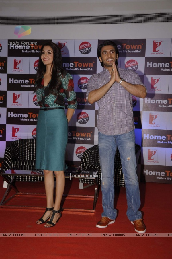 Ranveer and Anushka promote Ladies v/s Ricky Bahl at Home Town store in Vikhroli, Mumbai (174089)